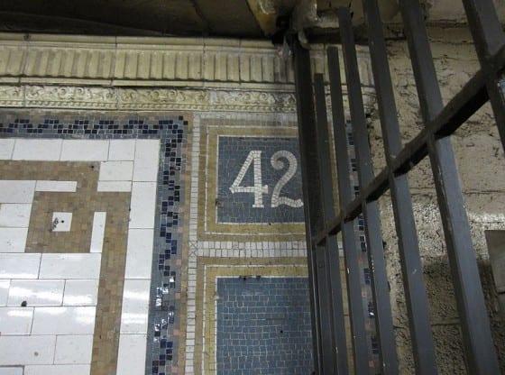 Times_Square_NYC_subway_009