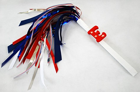 sparkless-sparklers-for-kids-for-the-fourth-of-july-using-chopsticks-ribbon-and-party-garland