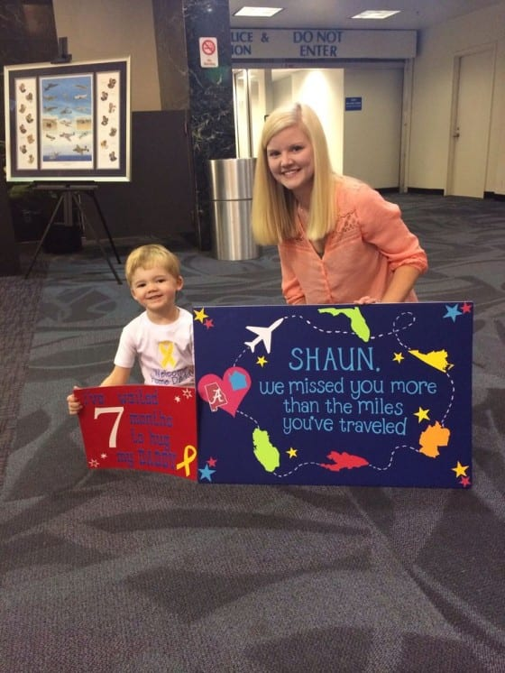 kids travel sign for military homecoming