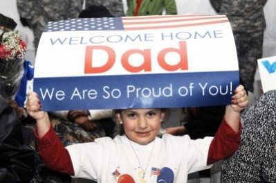 welcome home dad we are proud of you sign