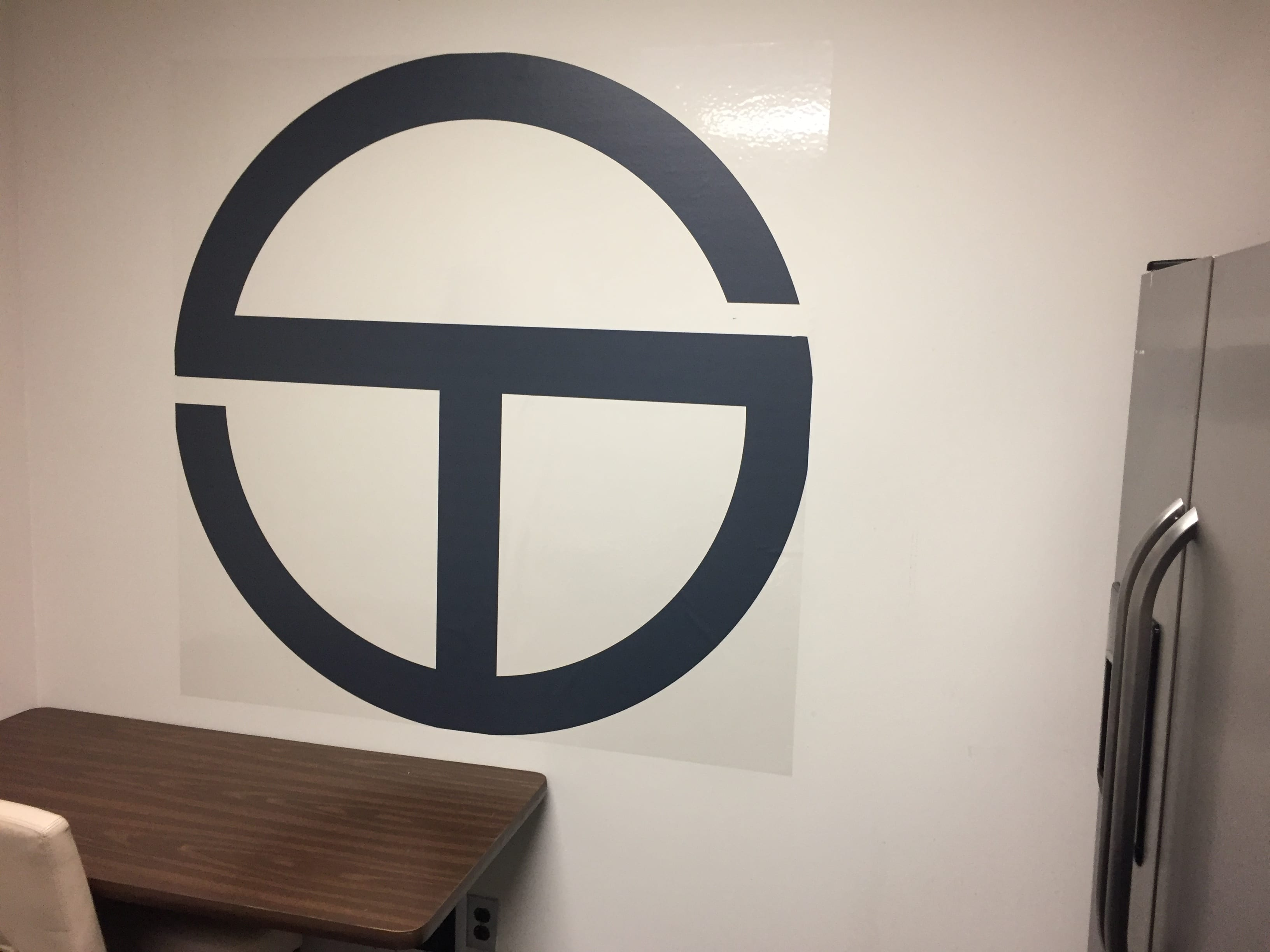 SimpleTire wall decal
